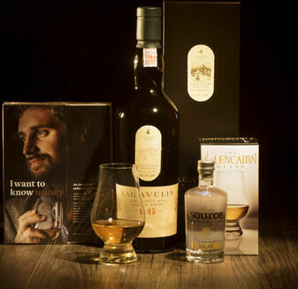 Lagavulin 16 Year Old Whisky Hamper\